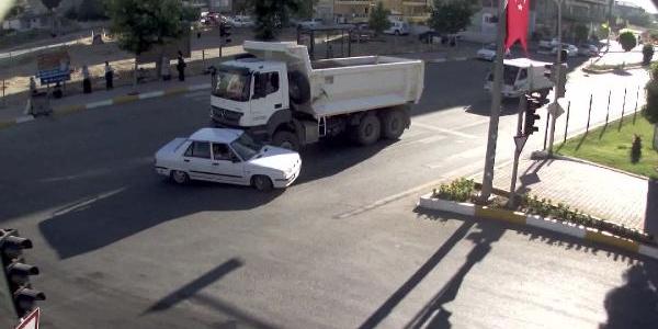 Adıyaman'da Kazalar Mobese Kameralarına Yansıdı