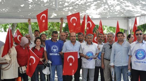 Adıyaman'da Türk Bayrağı'nın İndirilmesi Protesto Edildi