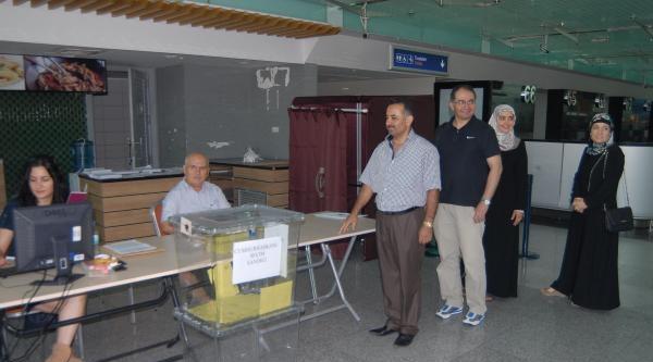 Adnan Menderes Havalimanı'nda Oy Verme Başladı