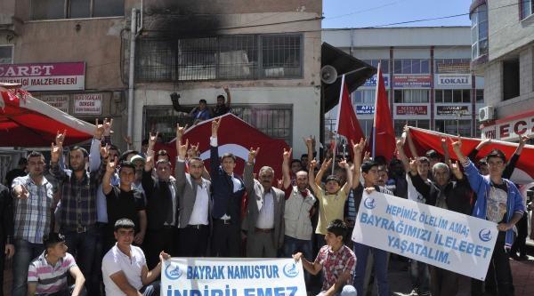 Afşin'de Bayrak Protestosu