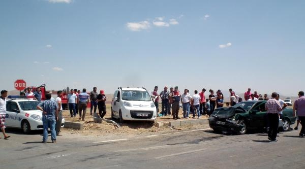 Afşin'de Bayram Dönüşü Kaza: 11 Yaralı