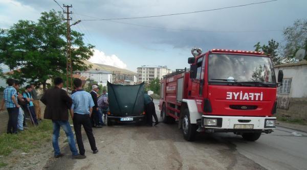 Afşin'de Park Halindeki Otomobil Yandı