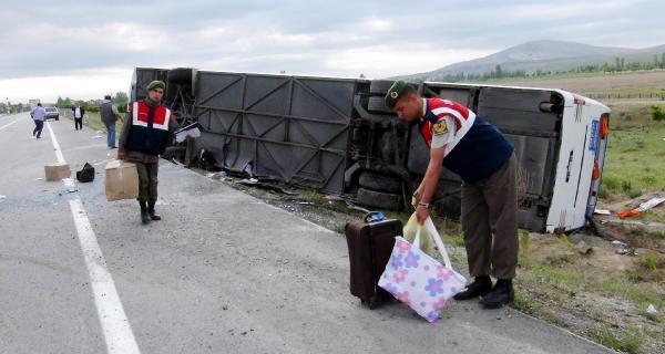 Afyonkarahisar'da Yolcu Otobüsü Devrildi: 9 Yaralı