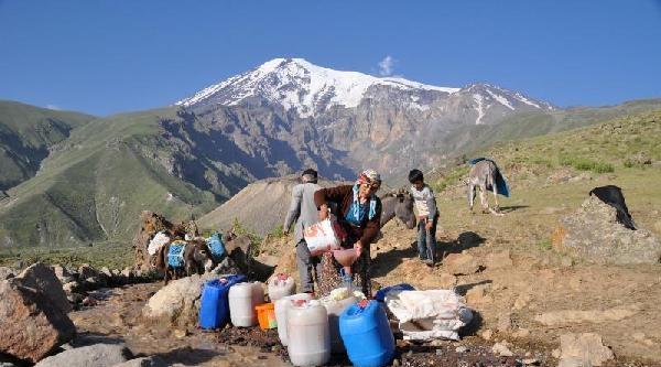 Ağrı Dağı'nın Çamurlu Suyunu Dinlendirip İçiyorlar