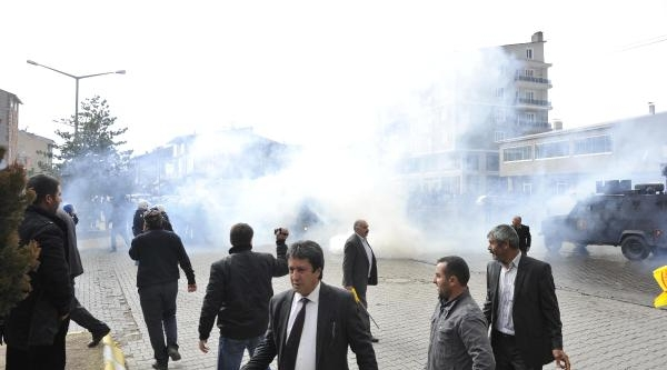 Ahlat'ta Bdp'nin Aday Adayi Tanitiminda Olay: 2'si Polis, 5 Yarali
