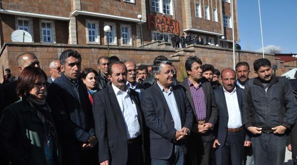 Ahlat'ta Seçim Sonucuna Tepki Gösterip Olay Çikaran 20 Kişi Gözaltında (3)