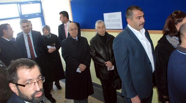 Ahmet Necdet Sezer, Oyunu Kullanmak İçin Kuyrukta Sıra Bekledi