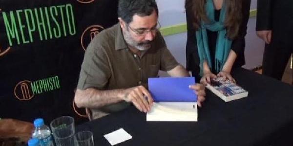 Ahmet Ümit Yeni Kitabini Imzaladi