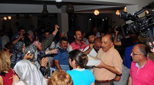Ak Parti Adana'da Lokumlu Kutlama