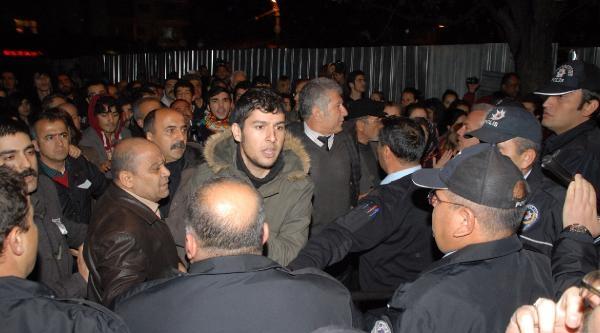 Ak Parti Alanya Teşkilatı Önünde Arbede