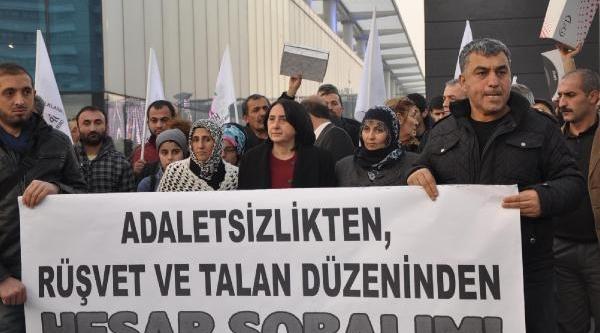 Ak Parti Binasina Ayakkabi Kutularini Firlattilar