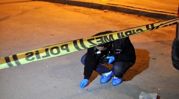 Ak Parti İlçe Binasının Otoparkı Önünde Silah Sesleri Duyuldu