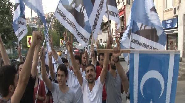 Ak Parti İstanbul İl Merkezi Önünde Türkmen Eylemi