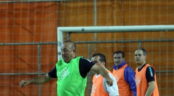 Ak Parti Milletvekilleri Kampta Futbol Maçı Yaptı