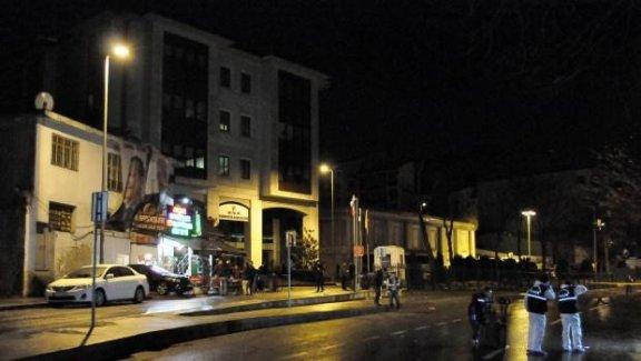 AK Parti önündeki polis noktasına ateş açıldı