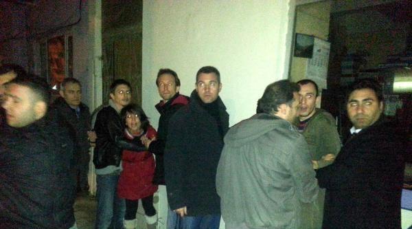 Ak Parti Seçim Bürosu Önünde Eylem, 6 Gözaltı