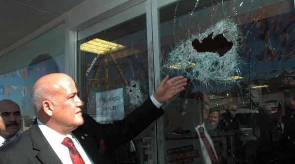 Ak Parti Seçim İrtibat Bürosuna Saldırı