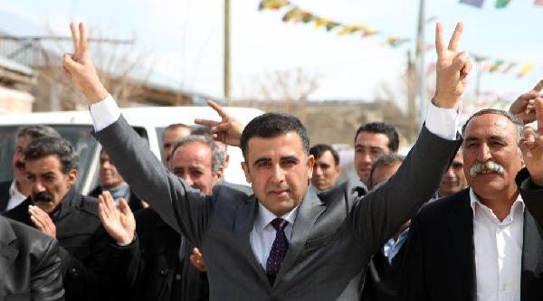 Ak Parti'den İstifa Eden Belediye Başkanı  Bdp'ye Katıldı