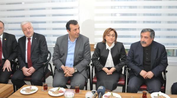 Ak Partili Fatma Şahin Bdp'yi Ziyaret Etti