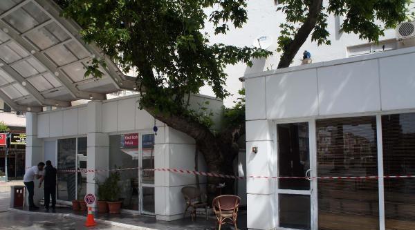 Ak Partili Meclis Üyesinin Akaryakıt İstasyonu Binası Mühürlendi