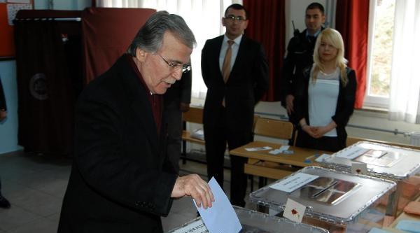 Ak Partili Şahin Karabük'te Oy Kullandı