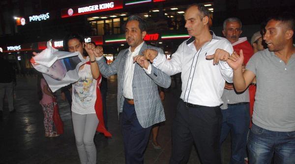 Ak Partililer Aydın'da Kutlama Yaptı