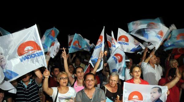 Ak Partililer Cumhuriyet Meydanında Kutlama Yaptı (fotoğraflar)