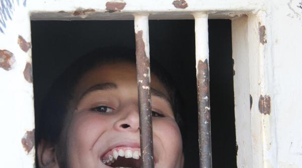 Akçakale'de 80 Suriyeli, Kullanılmayan Cezaevinde Yaşıyor