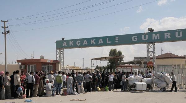 Akçakale'deki 400 Suriyeli Ülkesine Döndü