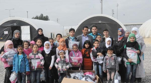 Akçakale'deki Suriyelilere 1 Tır Dolusu Giyecek