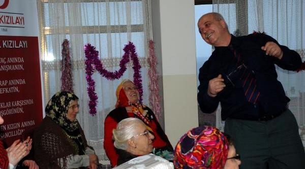 Akçakoca'da Yaşlilar Eğlendi