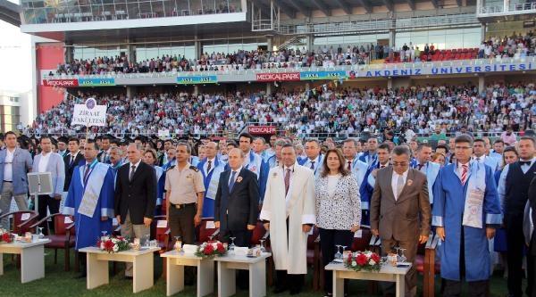Akdeniz Üniversitesi'nde 6 Bin 704 Mezun