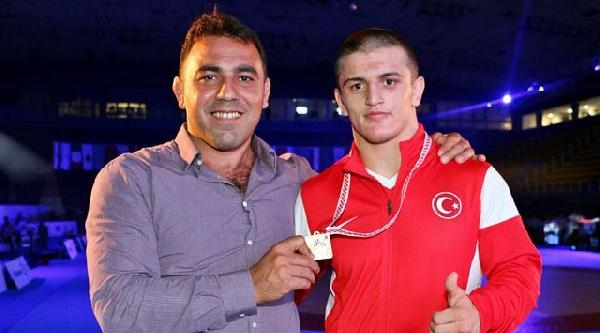 Akhisar Belediyespor'lu Furkan Dünya Gençler Şampyonu