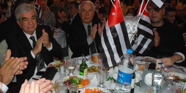 Akhisar Ve Beşiktaşli Yöneticiler, Dostluk Yemeğinde Buluştu