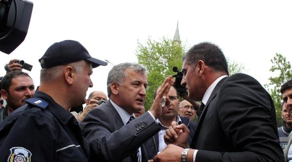 Akil Heyeti Protesto Eden Mhp İl Başkanı 3 Bin 740 Lira Para Cezası