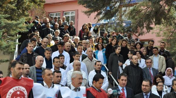 Aksaray'da Doktorlar, Meslektaşlarının Dövülmesine Tepki Gösterdi