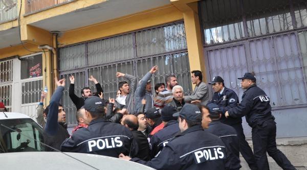Aksaray'da Hdp'nin Seçim Otobüsüne Saldırı (2)