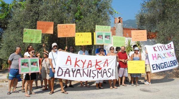Akyaka'da 'sahiller Herkesindir' Eylemi
