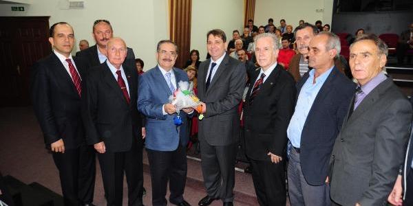 Akyol, Yeni Kitabini Izmir'de Tanitti
