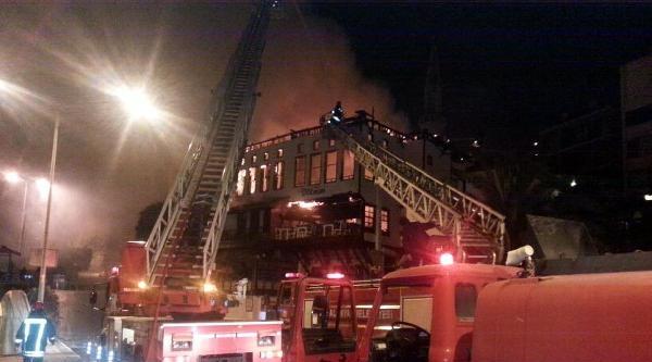 Alanya Belediye Başkanına Ait Pastanede Çikan Yangın, Tarihi Binayı Kül Etti
