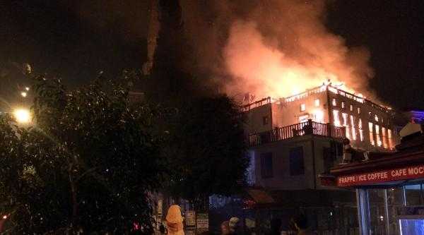 Alanya Belediye Başkanına Ait Pastanede Çikan Yangın, Tarihi Binayı Kül Etti  (ek Fotoğraflar)