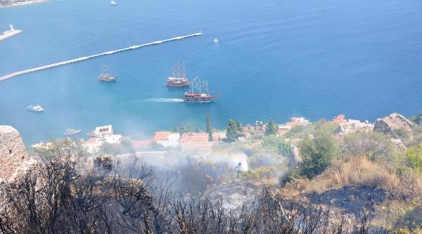 Alanya Kalesi'nde Korkutan Yangın