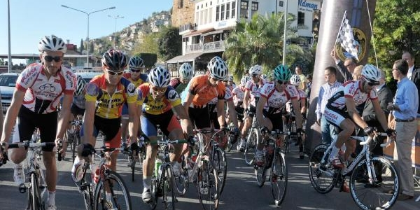 Alanya Sezon Sonu Bisiklet Yarişlari Başladi