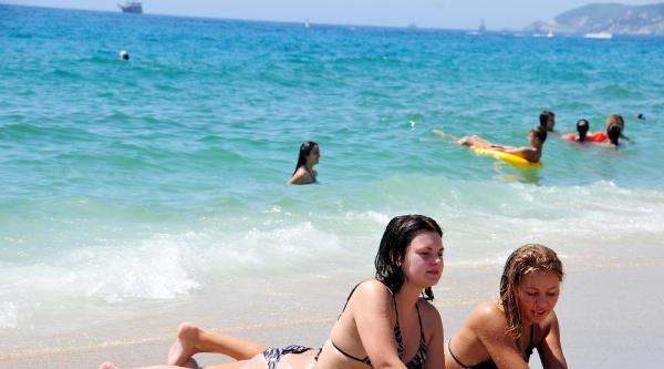 Alanya Sıcaktan Kavruldu, Plajlar Boş Kaldı