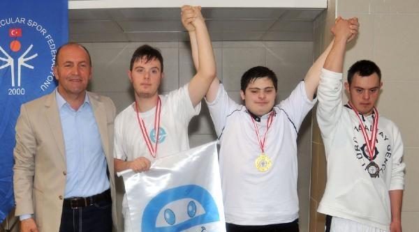 Alanya'da Engelliler Yüzme Şampiyonasi Sona Erdi