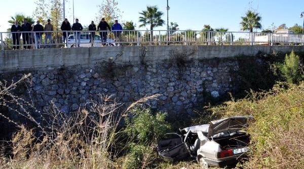 Alanya'da Otomobil Dereye Uçtu: 1 Ölü, 4 Yarali