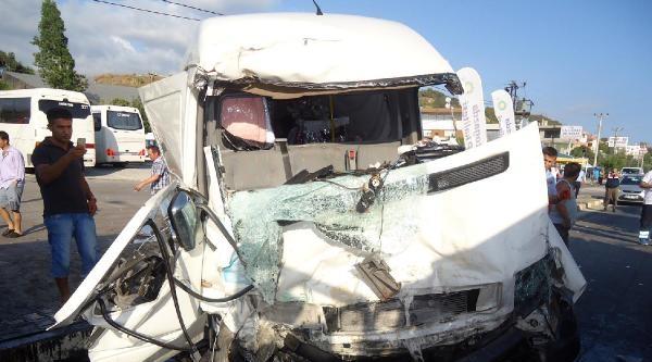 Alanya'da Trafik Kazası: 1 Ölü, 1 Yaralı