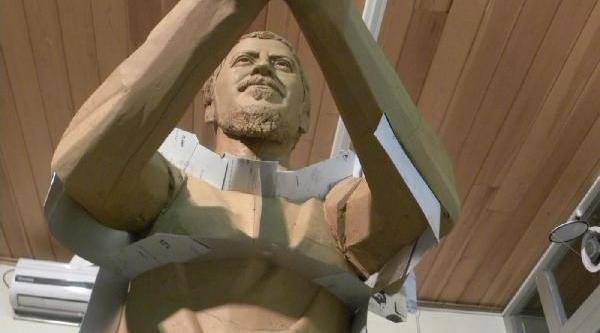 Ali Ismail Korkmaz'in Heykeli Dikiliyor
