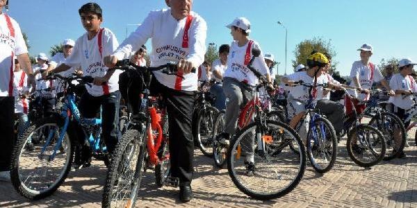 Aliağa'da Binlerce Kişi Cumhuriyet Için Pedal Çevirdi