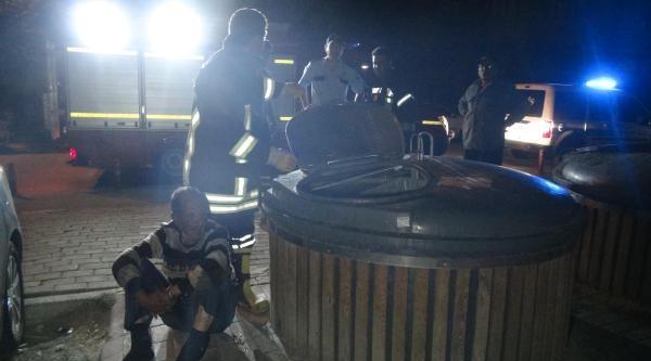 Alkollü Kişi Çöp Konteynerinde Uyuya Kaldı